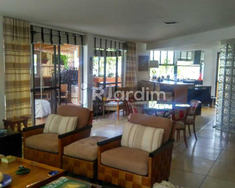 Living 2º piso - Sofisticadíssima Cobertura 500 m² no mais completo e cobiçado condomínio da Lagoa - LACO50030 - 20
