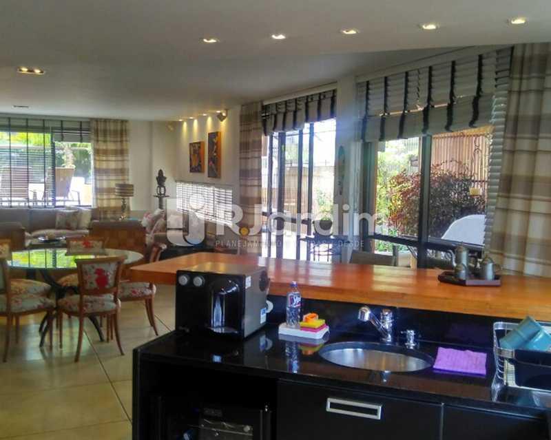 Cozinha Americana 2º piso - Sofisticadíssima Cobertura 500 m² no mais completo e cobiçado condomínio da Lagoa - LACO50030 - 21
