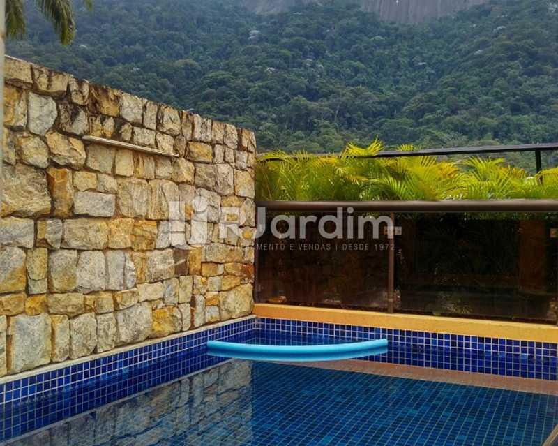 Piscina 2º piso - Sofisticadíssima Cobertura 500 m² no mais completo e cobiçado condomínio da Lagoa - LACO50030 - 17