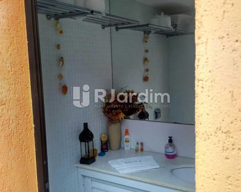 Lavabo 2º piso - Sofisticadíssima Cobertura 500 m² no mais completo e cobiçado condomínio da Lagoa - LACO50030 - 23