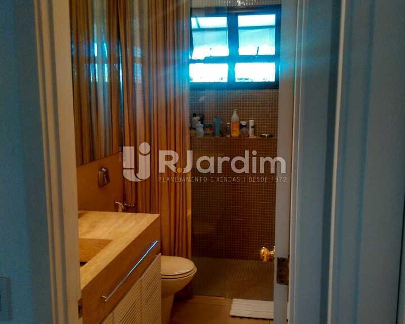 Banheiro Suíte 2º Piso - Sofisticadíssima Cobertura 500 m² no mais completo e cobiçado condomínio da Lagoa - LACO50030 - 25
