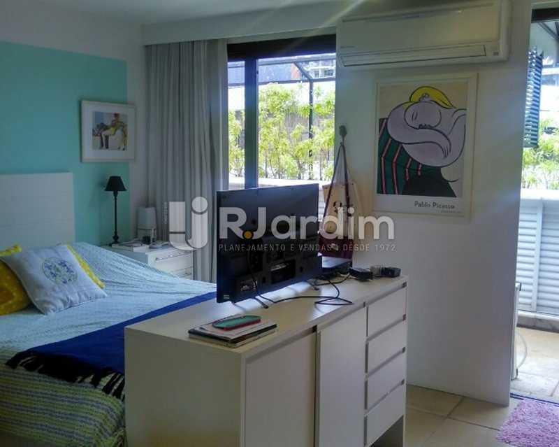 Quarto suíte 2º piso - Sofisticadíssima Cobertura 500 m² no mais completo e cobiçado condomínio da Lagoa - LACO50030 - 27