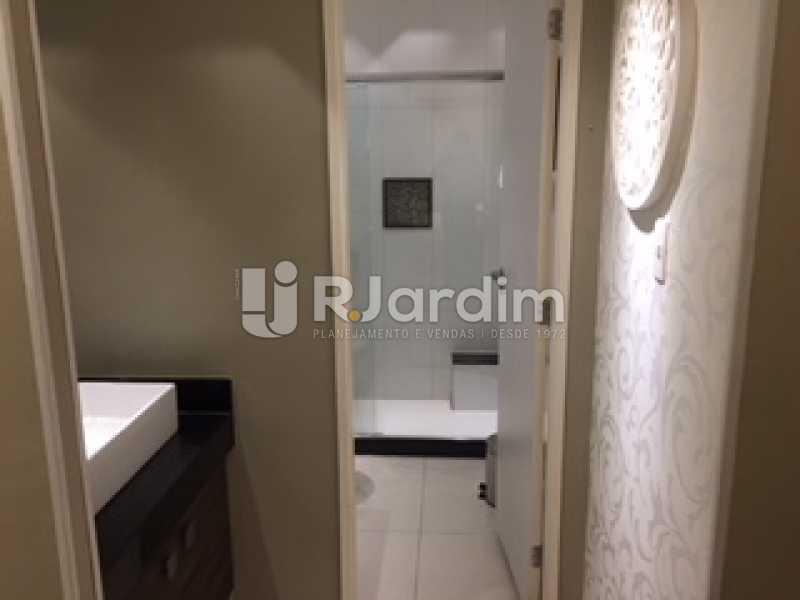 lavabo e banheiro - Apartamento À VENDA, Ipanema, Rio de Janeiro, RJ - LAAP31731 - 12