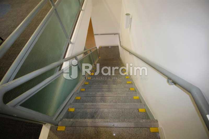Acesso 2o. piso - Loja Comercial Barra da Tijuca Aluguel Administração Imóveis - LALJ00117 - 7