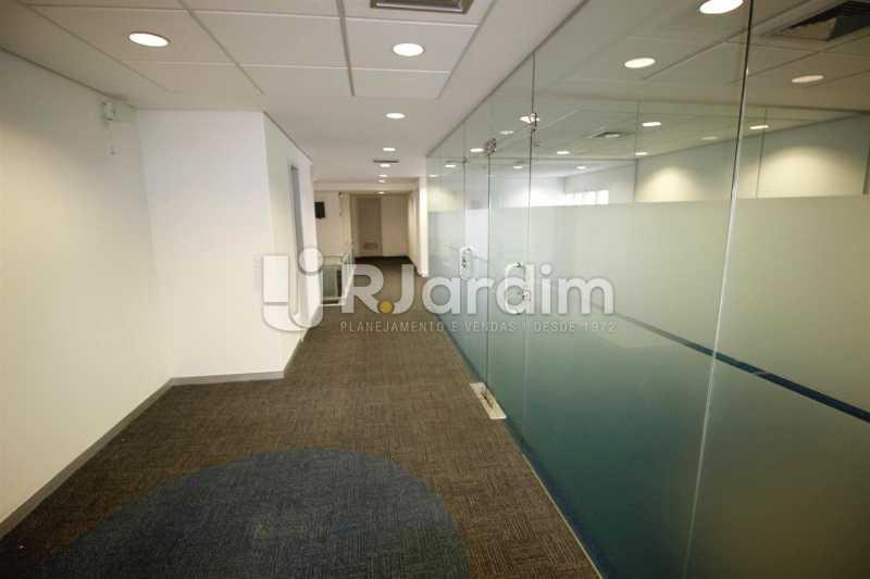 Circulação 2o. piso - Loja Comercial Barra da Tijuca Aluguel Administração Imóveis - LALJ00117 - 11