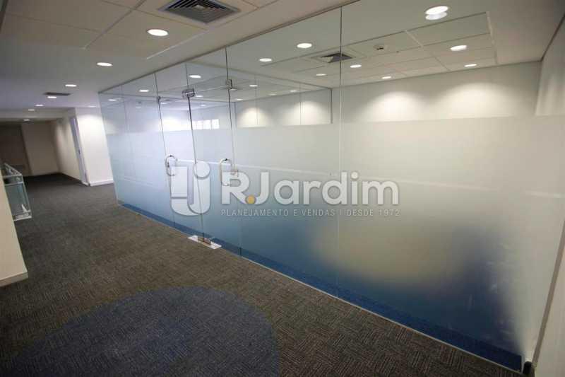 Área reservada no 2o. piso - Loja Comercial Barra da Tijuca Aluguel Administração Imóveis - LALJ00117 - 12