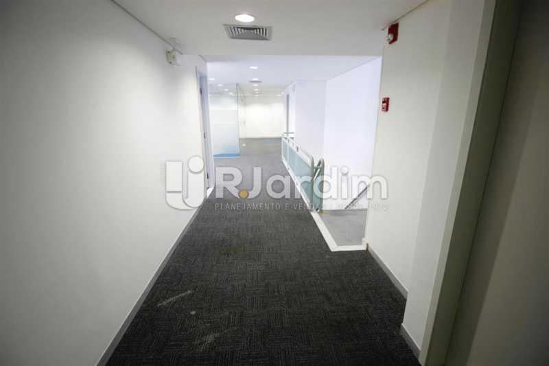 Circulação no 2o. piso - Loja Comercial Barra da Tijuca Aluguel Administração Imóveis - LALJ00117 - 13