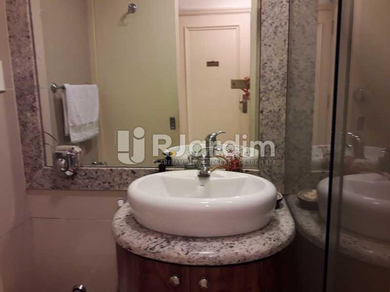 Banheiro social - Compra Venda Avaliação Imóveis Apartamento Copacabana 3 Quartos - LAAP31784 - 7