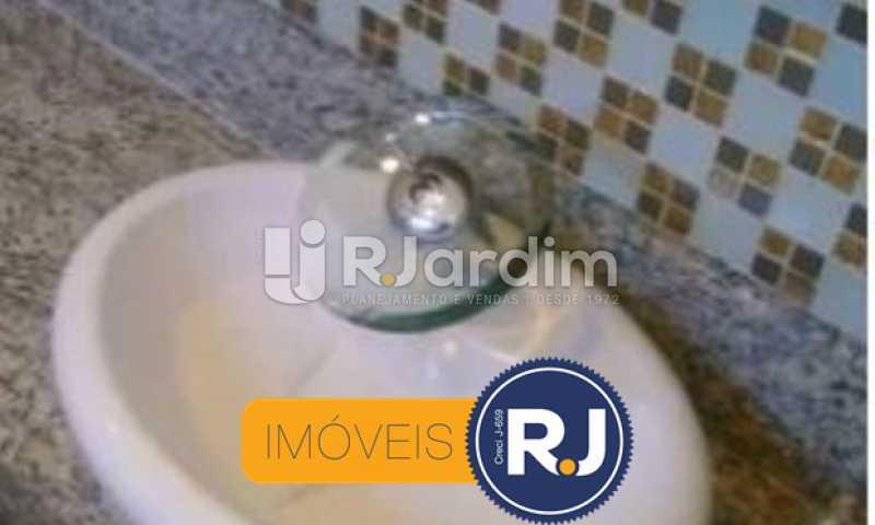 Banheiro Social - Kitnet/Conjugado À VENDA, Leblon, Rio de Janeiro, RJ - LAKI10026 - 13