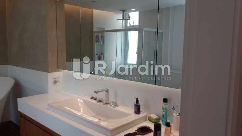 Banheiro suíte máster - Compra Venda Avaliação Imóveis Apartamento Leblon 3 Quartos - LAAP31838 - 17