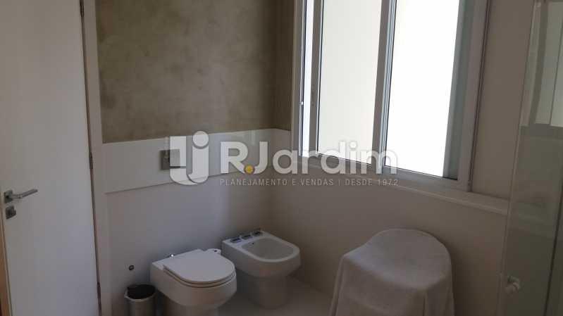 Banheiro suíte máster - Compra Venda Avaliação Imóveis Apartamento Leblon 3 Quartos - LAAP31838 - 19
