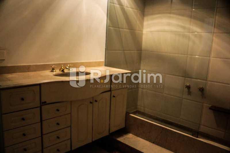Detalhes do banheiro - Compra Venda Avaliação Imóveis Apartamento Copacabana 4 Quartos - LAAP40721 - 13