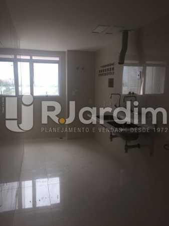 AREA DE SERVIÇO - Compra Venda Avaliação Imóveis Apartamento Barra da Tijuca 4 Quartos - LAAP40723 - 21
