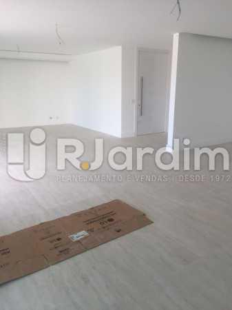 SALA  INTERNA - Compra Venda Avaliação Imóveis Apartamento Barra da Tijuca 4 Quartos - LAAP40723 - 11