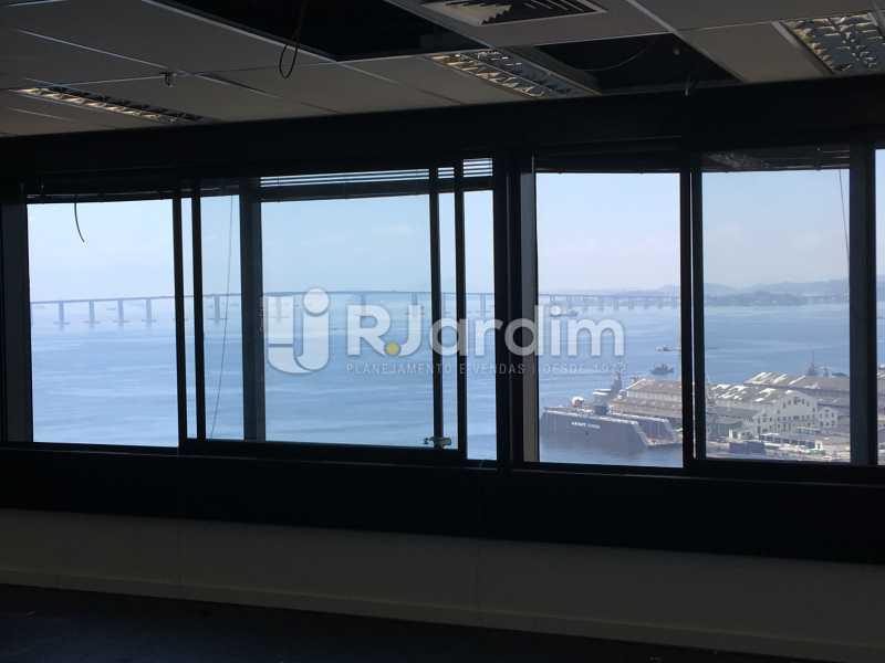 visão externa da sala - Sala Comercial Avenida Rio Branco,Centro, Zona Central,Rio de Janeiro, RJ Para Alugar, 141m² - LASL00179 - 11
