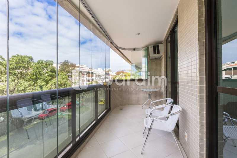 Varanda com cortina de vidro - Apartamento À Venda - Barra da Tijuca - Rio de Janeiro - RJ - LAAP31885 - 1