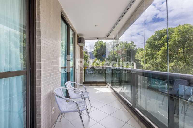 Varanda com cortina de vidro - Apartamento À Venda - Barra da Tijuca - Rio de Janeiro - RJ - LAAP31885 - 3