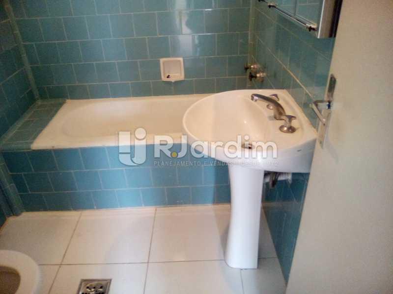 Banheiro social - Aluguel Administração Imóveis Apartamento Leblon 1 Quarto - LAAP10333 - 5