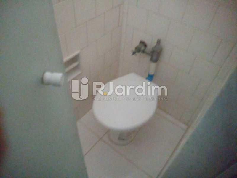 Banheiro serviço - Aluguel Administração Imóveis Apartamento Leblon 1 Quarto - LAAP10333 - 10