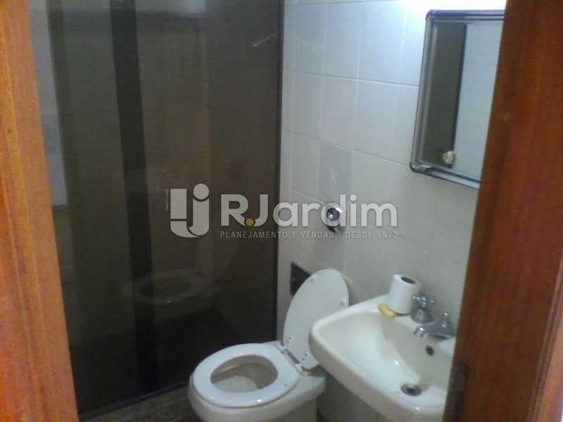 27 Banheiro social do 2° piso  - Compra Venda Imóveis Cobertura Tijuca 4 Quartos - LACO40168 - 28