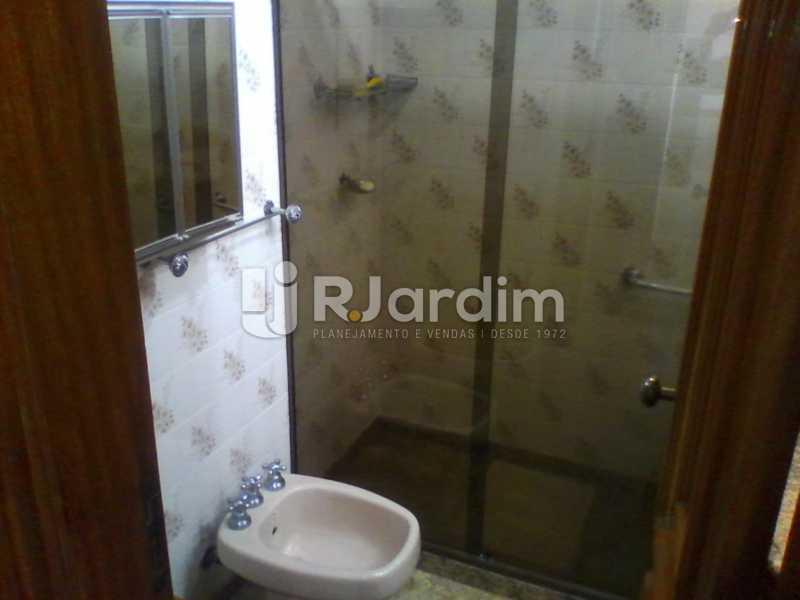 25 Banheiro social do 1° piso  - Compra Venda Imóveis Cobertura Tijuca 4 Quartos - LACO40168 - 26