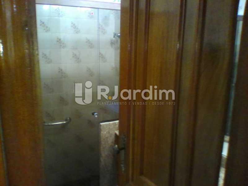 22 Banheiro social do 1° piso  - Compra Venda Imóveis Cobertura Tijuca 4 Quartos - LACO40168 - 23