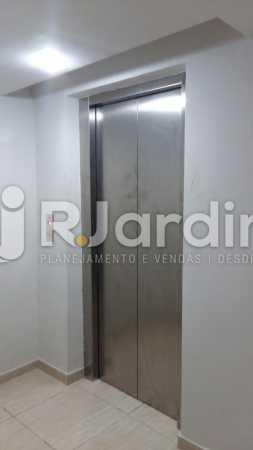4 Elevador do 1° piso  - Compra Venda Prédio Comercial Centro - LAPR00042 - 5