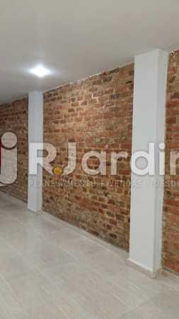 3 Sala do 1° piso  - Compra Venda Prédio Comercial Centro - LAPR00042 - 4