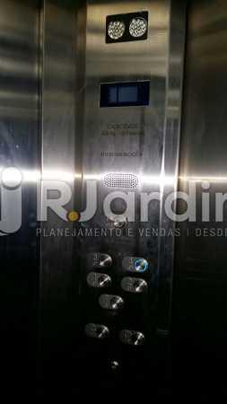 9 Interior do elevador - Compra Venda Prédio Comercial Centro - LAPR00042 - 10