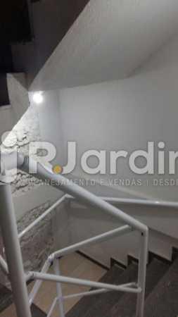 18 Escada circulação prédio - Compra Venda Prédio Comercial Centro - LAPR00042 - 19