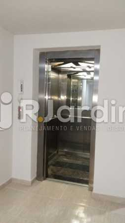 8 Vista elevador das salas  - Compra Venda Prédio Comercial Centro - LAPR00042 - 9