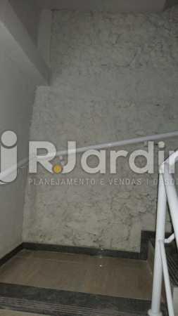 13 Escada circulação prédio  - Compra Venda Prédio Comercial Centro - LAPR00042 - 14