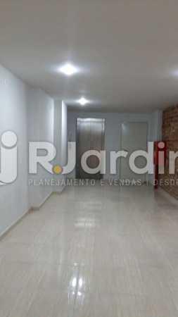 7 Vista pro elevador e escada  - Compra Venda Prédio Comercial Centro - LAPR00042 - 8