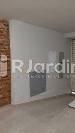 15 Rampa de acesso portaria  - Compra Venda Prédio Comercial Centro - LAPR00042 - 16