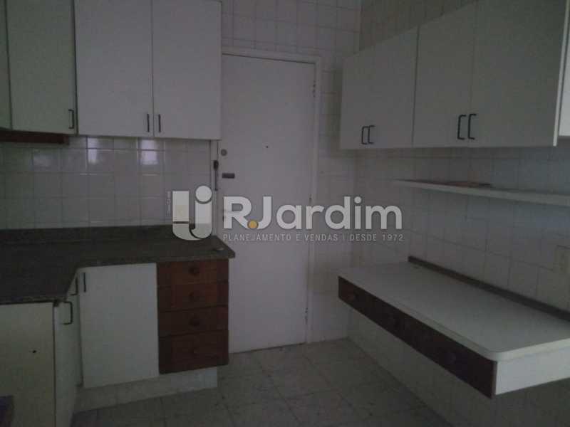 Copa cozinha com armários - Apartamento Para Alugar - Lagoa - Rio de Janeiro - RJ - LAAP31963 - 20