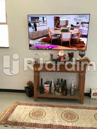 TV  de Nova na sala - Apartamento Copacabana 1 Quarto Aluguel Administração Imóveis - LAAP10339 - 5