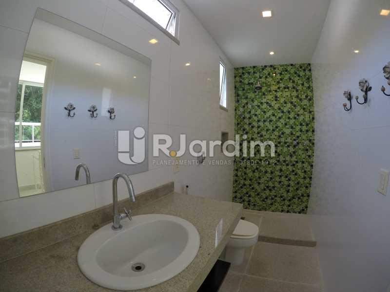 Banheiro Social - Aluguel Administração Imóveis Cobertura Leblon 4 Quartos - LACO40171 - 18