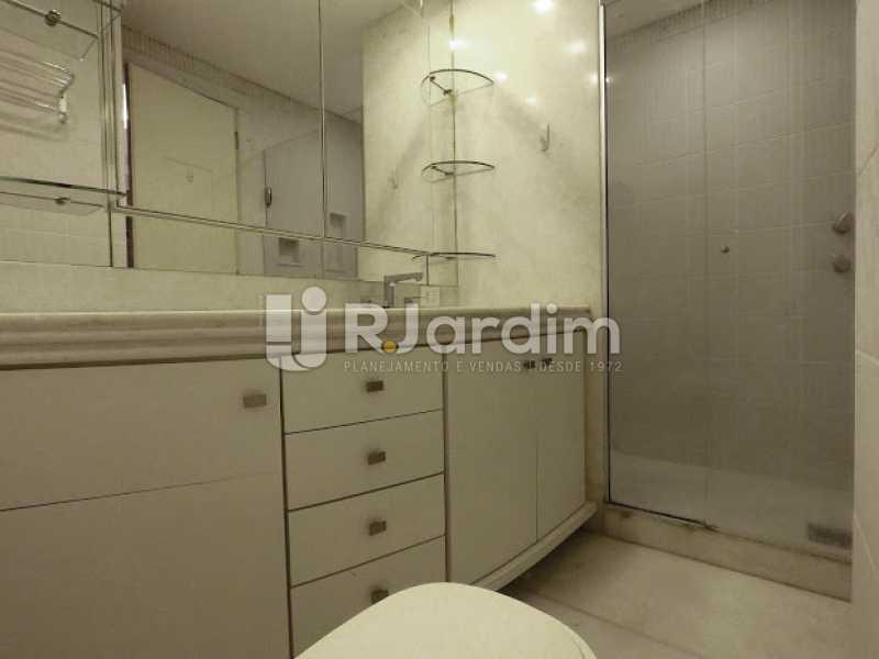Banheiro Suíte  - Aluguel Administração Imóveis Cobertura Leblon 4 Quartos - LACO40171 - 17