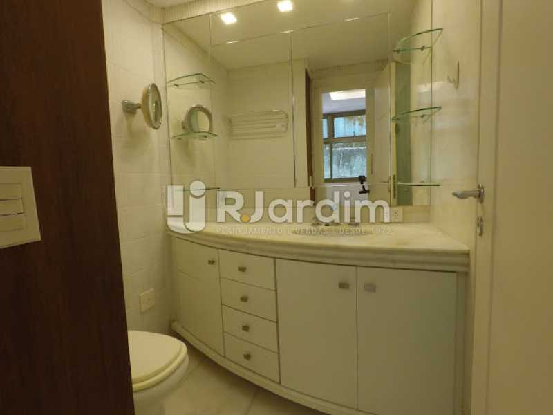 Banheiro Suíte  - Aluguel Administração Imóveis Cobertura Leblon 4 Quartos - LACO40171 - 16