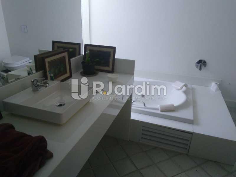 Banheiro Suíte  - Aluguel Administração Imóveis Apartamento Duplex Lagoa 4 Quartos - LAAP32015 - 6