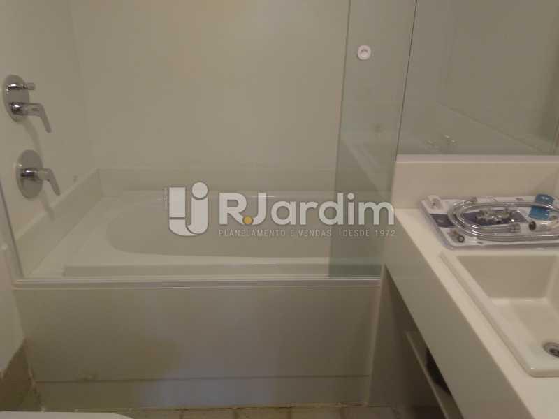 Banheiro Suíte II - Aluguel Administração Imóveis Apartamento Duplex Lagoa 4 Quartos - LAAP32015 - 12