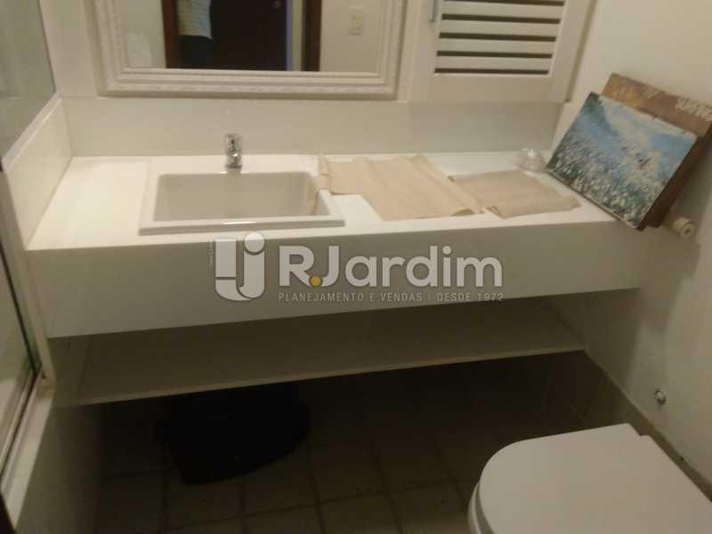 Banheiro Suíte II - Aluguel Administração Imóveis Apartamento Duplex Lagoa 4 Quartos - LAAP32015 - 17