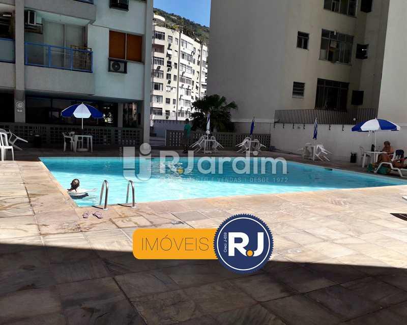 Piscina com Bar - Aluguel Administração Imóveis Flat Residencial Humaitá 2 Quartos - LAFL20085 - 13