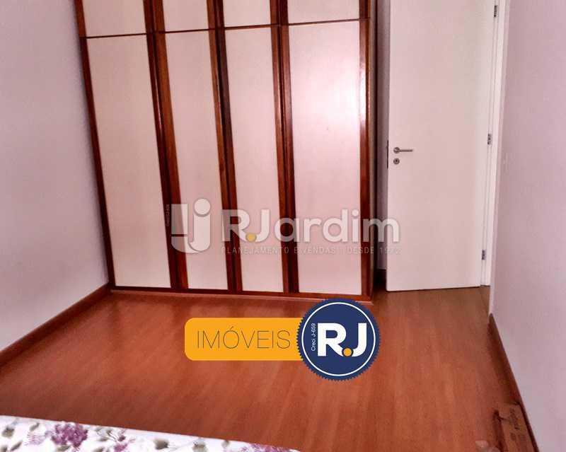 Armários nos quartos - Aluguel Administração Imóveis Flat Residencial Humaitá 2 Quartos - LAFL20085 - 17