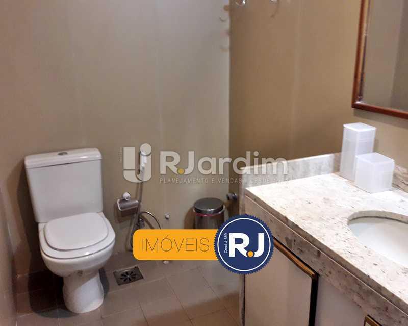 Banheiro Social - Aluguel Administração Imóveis Flat Residencial Humaitá 2 Quartos - LAFL20085 - 19