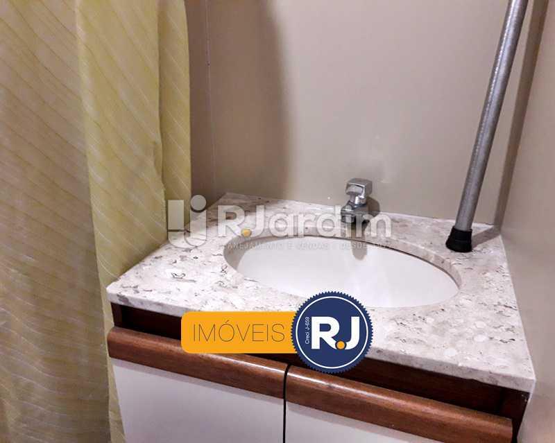 Banheiro de Serviço - Aluguel Administração Imóveis Flat Residencial Humaitá 2 Quartos - LAFL20085 - 26