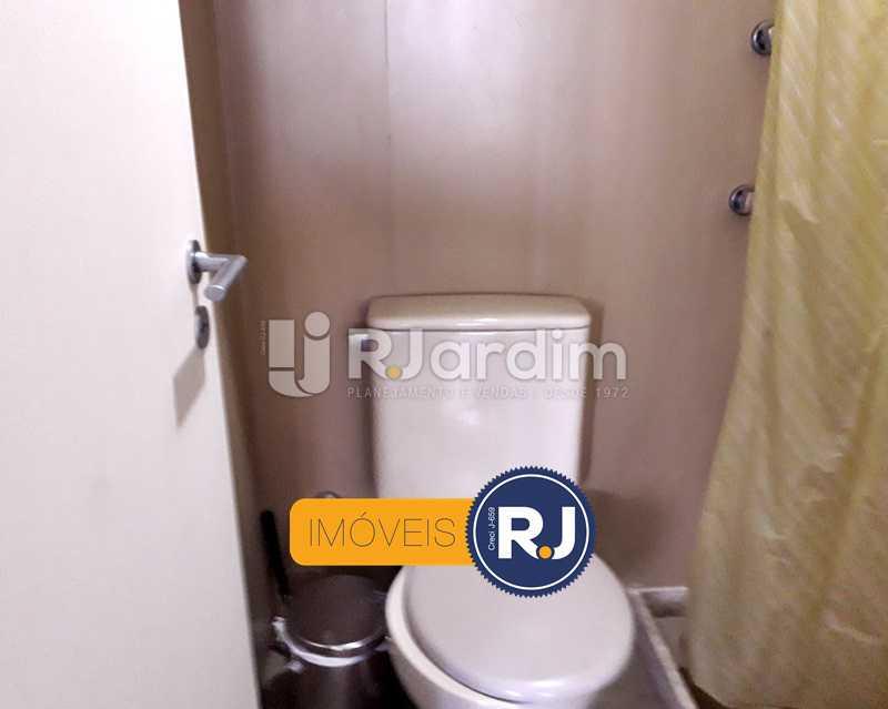 Banheiro de Serviço - Aluguel Administração Imóveis Flat Residencial Humaitá 2 Quartos - LAFL20085 - 27