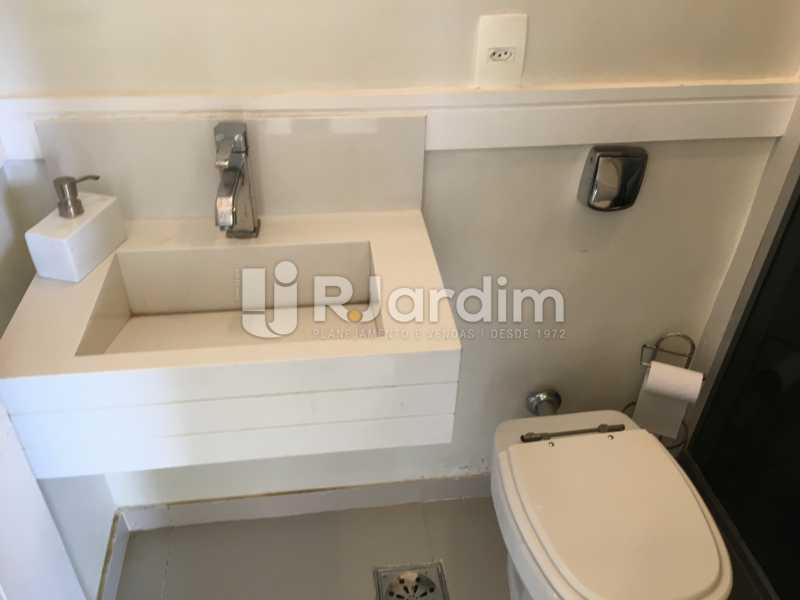 Banheiro Social - Compra Venda Avaliação Imóveis Apartamento Barra da Tijuca 4 Quartos - LAAP40748 - 13