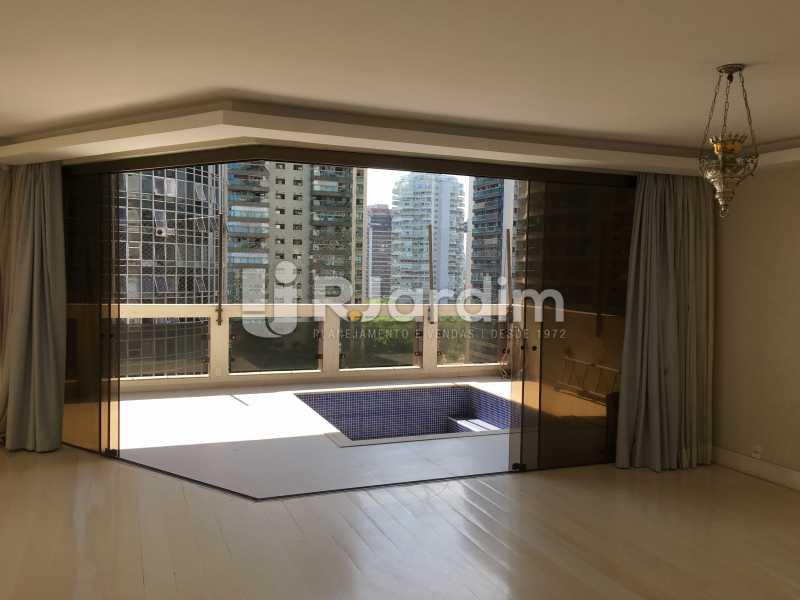 Salão e varanda - Compra Venda Avaliação Imóveis Apartamento Barra da Tijuca 4 Quartos - LAAP40748 - 6