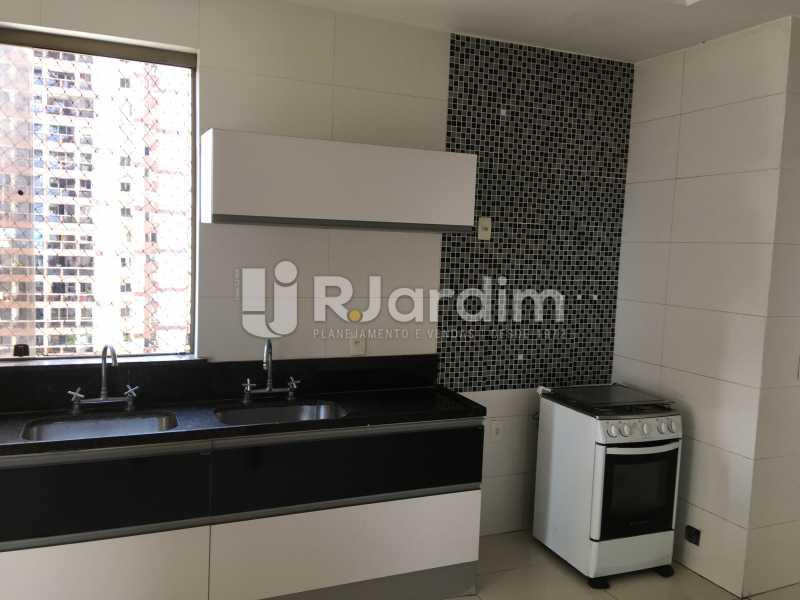 Cozinha - Compra Venda Avaliação Imóveis Apartamento Barra da Tijuca 4 Quartos - LAAP40748 - 16